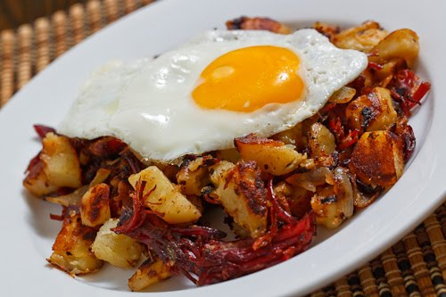 Corned-Beef-Hash-with-Fried-Egg
